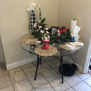 Glass table in a good condition for Sale in San Francisco, CA
