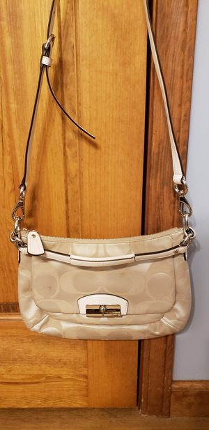 Coach fabric shoulder bag for Sale in Fort Wayne, IN