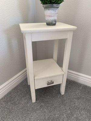 Small end table for Sale in Pleasanton, CA