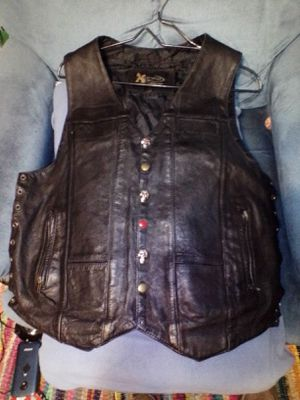 Men's Leather Motorcycle Vest size L for Sale in Lawton, OK