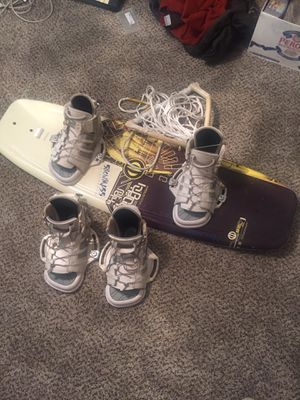 Hyperlite Motive 128 Wakeboard w/ Boots and Rope for Sale in Austin, TX