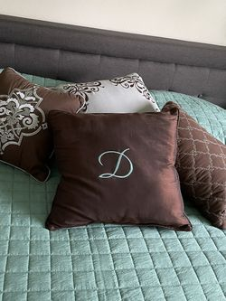 Brown 4 Pillows For Decor for Sale in Vancouver,  WA