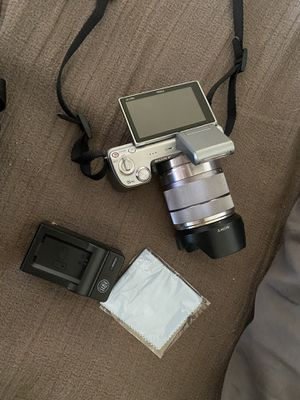 Sony aNEX 5 Digital Camera + Lens and extras for Sale in Henderson, CO