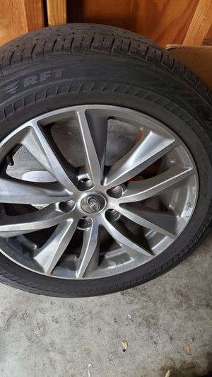 Infinity 4 oem rims and run flat tires for Sale in Upland, CA