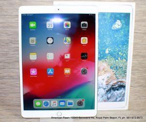 Apple iPad Pro 2nd Gen. 256GB, Wi-Fi, 10.5in - Space Gray for Sale in Royal Palm Beach, FL