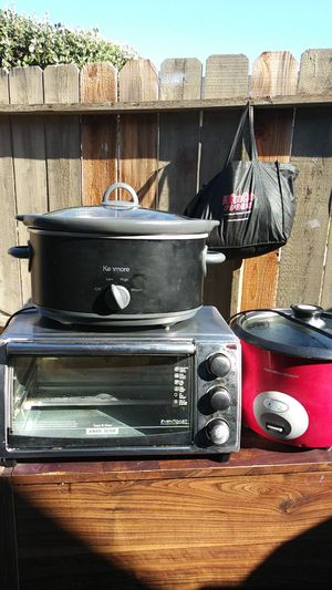 Toaster oven crock pot and rice cooker selling together $25 for Sale in Fresno, CA