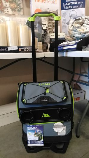 $34 pick up price. Titan rolling cooler 60 cans for Sale in Fontana, CA