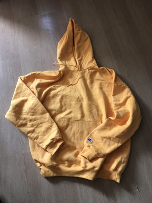 Champion hoodie yellow zse M for Sale in Los Angeles, CA