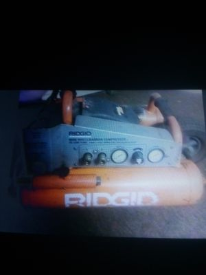 Ridgid mini wlheelbarrow compressor 5 gallon for Sale in Norwalk, CA