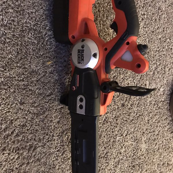 Black Y Decker chainsaw