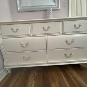 White 6 Drawer Dresser for Sale in Woodbridge Township, NJ