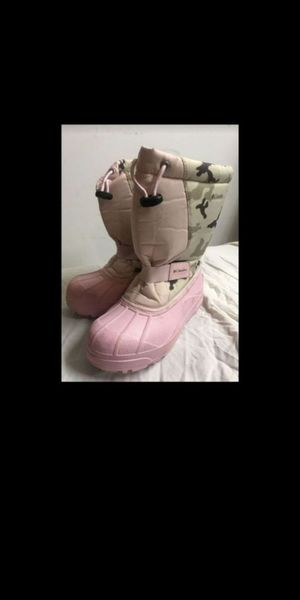 kids Columbia snow boots sz 3 for Sale in Olympia, WA