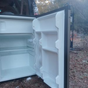 Frigidaire/ Freezer Mini Works Great for Sale in Milton, FL