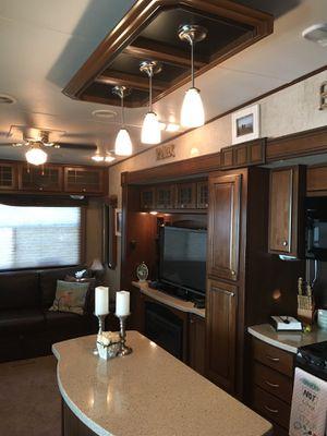 2014 Bighorn Silverado 34ft for Sale in Clio, MI