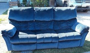 Free couch recliner for Sale in Bloomington, CA