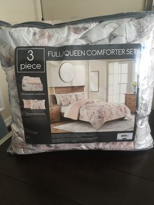 Queen comforter set with 1 sham floral theme for Sale in Houston, TX