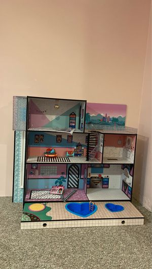 Lol Surprise Doll house Like New for Sale in Seattle, WA