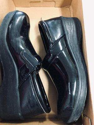 8 1/2 dress work slip resistant shoes for Sale in Long Beach, CA