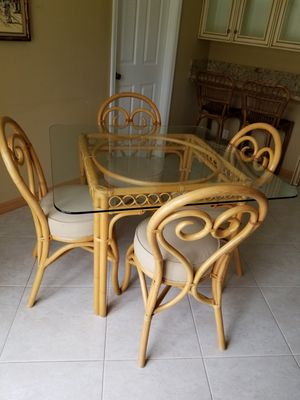 Kitchen table and chairs for Sale in Coconut Creek, FL