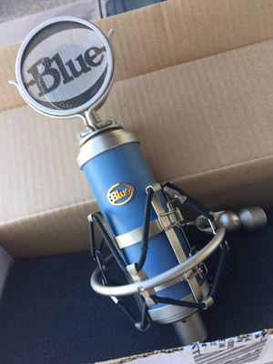 "Blue Microphones ""BlueBird"" Cardioid Condenser Microphone w/extras $150 for Sale in Phoenix, AZ"