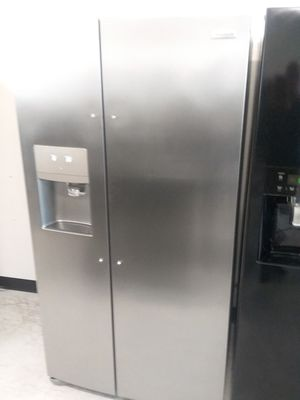 Frigidaire side by side stainless steel refrigerator new scratch and dents good condition 4 months warranty for Sale in Suitland, MD