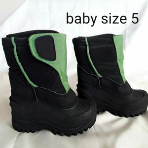 Winter Snow Baby Boots size 5 MEX 12 for Sale in Phoenix, AZ