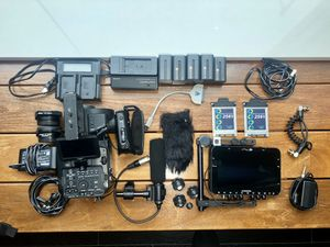 Sony FS700R kit with Convergent Design Odyssey 7Q+, batteries, etc for Sale in New York, NY