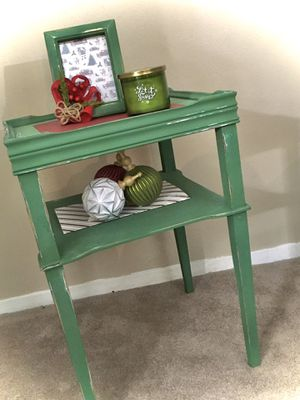 Refinished distressed accent table for Sale in Silsbee, TX