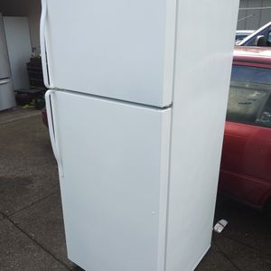 WHIRLPOOL REFRIGERATOR for Sale in Spanaway, WA