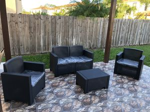 All resin without metals / Furniture / Patio furniture / outdoor furniture / Muebles de patio /patio set for Sale in Miami, FL