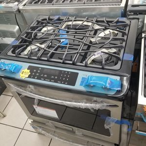 FRIGIDAIRE slide Gas Stove 4 Burners Convection Oven Stailess Steel for Sale in Los Angeles, CA