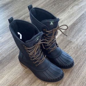 Snow boots Size 7 for Sale in Aurora, CO