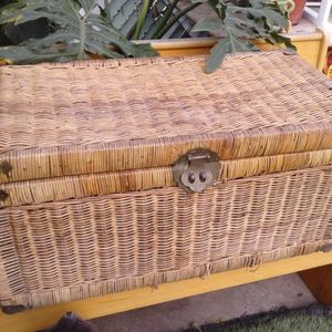 Antique Large Chest for Sale in Hawthorne, CA