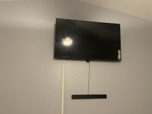 50 inch vizio smart tv/remote comes with wall mount/standing mount for Sale in Maricopa, AZ
