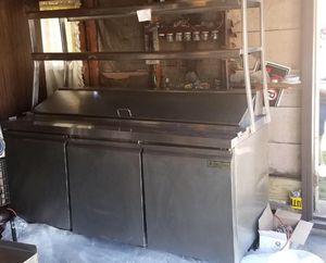 Restaurant prep station with built in refrigerator// great condition!! for Sale in Chicago, IL