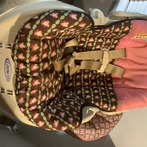 Like New Graco Baby Carrier Car seat With Base $40 for Sale in Powder Springs, GA