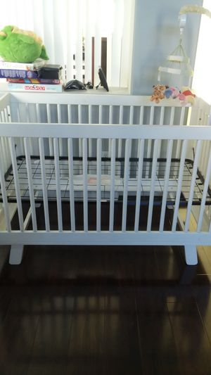 Crib - Converts to toddler bed for Sale in Carson, CA