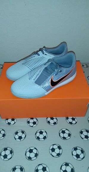 Brand new youth nike phantom soccer shoes for Sale in Ontario, CA