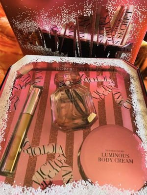 Victoria Secret Bombshell Perfume $30.00 for Sale in Bonita, CA