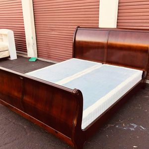 Cal King Bed Frame 250dlls for Sale in Santa Ana, CA