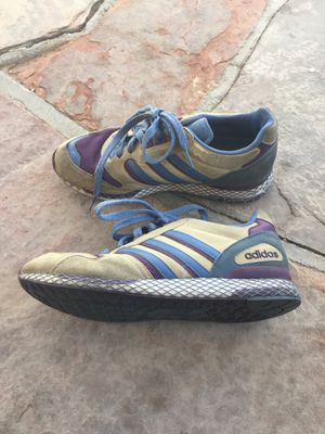 Adidas barely worn Size 7 women's for Sale in Las Vegas, NV