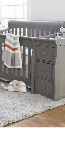 4 In 1 Baby Crib W/ Changing Tables for Sale in Port Richey,  FL