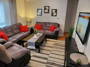 Couch, loveseat, recliner, table and 2 side tables all for $600 for Sale in Chicago, IL