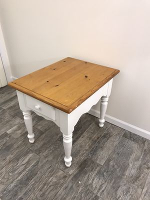 Adorable Solid Wood Vintage End Table with Drawer for Sale in Palos Heights, IL