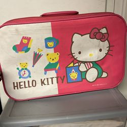Hello kitty Suitcase for Sale in Artesia,  CA