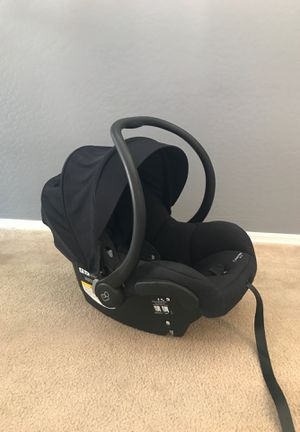 Maxi Cosi mico30 car seat and base for Sale in Phoenix, AZ