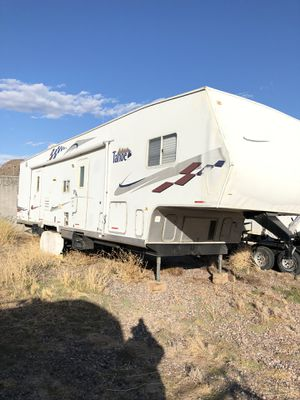 2005 Thor Tahoe Transport 36WTB 36' Travel Trailer Toy Hauler for Sale in Phoenix, AZ