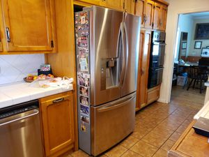 LG refrigerator It's a Lemon but selling for parts for Sale in Whittier, CA