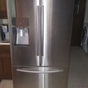 Stainless steel French door Refrigerator for Sale in Knoxville, TN