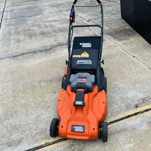 Black & Decker Lawn Mower with Extra Battery for Sale in Tampa, FL